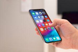"""Samsung S10 a fost un telefon anuntat la sfarsitul lunii februarie si de-a lungul anului si-a demonstrat calitatile. Pe langa initialul Samsung S10 au mai fost lansate si alte modele precum cel Plus avand un ecran de 6.7"""" si conectare 5G dar si un model mai ieftin si mai simplu Samsung Galaxy S10 E. Toate aceste telefoane au fost realizate pentru a putea fi pe placul mai multor persoane. Asa fiecare isi cumpara telefonul in functie de buget sau de necesitati. Iata ce face ca Samsung S10 sa fie deosebit Acceseaza https://www.redupedia.ro/reduceri/telefoane-gadgeturi si vei afla ultimele nouati in materie de tehnologie si gadgeturi. In anul 2018 vanzarile de telefoane au scazut considerabil. Anul 2019 a venit cu o schimbare binemeritata. Specificatiile telefonului Samsung Galaxy S10 sunt: ecran: 6,1″, Dynamic AMOLED, 3040 x 1440 pixeli, HDR10+, Gorilla Glass 6 procesor: Exynos 9820 Octa (2 x Mongoose M4, 2 x ARM Cortex-A75, 4 x Cortex-A55) memorie: 8 GB memorie internă: 128 GB sau 512 GB, MicroSD (maximum 512 GB) cameră foto: 12 MP (F/1.5-2.4, OIS, PDAF, 26 mm) + 12 MP (F/2.4, OIS, zoom 2x, 52 mm) + 16 MP (F/2.2, ultrawide, 12 mm), frontal 10 MP (F/1.9, PDAF) conectivitate 3G, 4G, Wi-Fi 802.11 a/b/g/n/ac/ax, Bluetooth 5.0 sistem de operare: Android 9.0 acumulator: Li-Ion de 3400 mAh, nedetașabila dimensiuni: 149,9 x 70,4 x 7,8 mm mm greutate: 157 grame altele: Dual SIM, protectie IP68, USB 3.1 Type-C, senzor amprenta în ecran, NFC, functie de incarcare rapida, wireless charging, reverse wireless charger, Samsung DEX, sistem audio stereo. Rama metalica a telefonului este rotunjita si este mai lata la capetele superioare si inferioare. In plus faptul ca este integral din sticla este un lucru perfect pentru pretentiosi. Samsung Galaxy S10 este mai usor si mai subtire decat Galaxy S9. Este mai inalt cu 2 milimetri si mai lat, in plus diagonala ecranului este mai mare cu aproape 8 milimetri. Carcasa acestui model este rigida si bine finisata si impresioneaza la toate capit"""